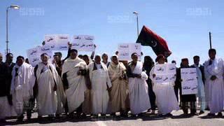 أهالي وازن يحتجون على بناء تونس لخندق ترابي - اخبار ليبيا