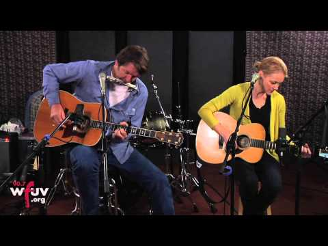 """Kelly Willis & Bruce Robison -  """"Long Way Home"""" (Live at WFUV)"""