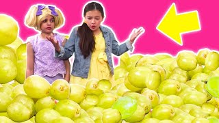 PRINCESS ESME & THE MAGIC FOOD MACHINE 🍏 Too Many Grapes! - Princesses In Real Life | Kiddyzuzaa