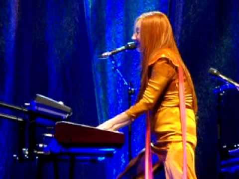Tori Amos - Raspberry Swirl 8/1/09 DAR Constitution Hall