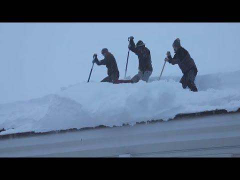 WETTERCHAOS: Schneemassen lähmt Verkehr in Bayern