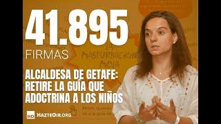 Entrega de firmas para que la alcaldesa de Getafe retire la guía 'Rebeldes del género'