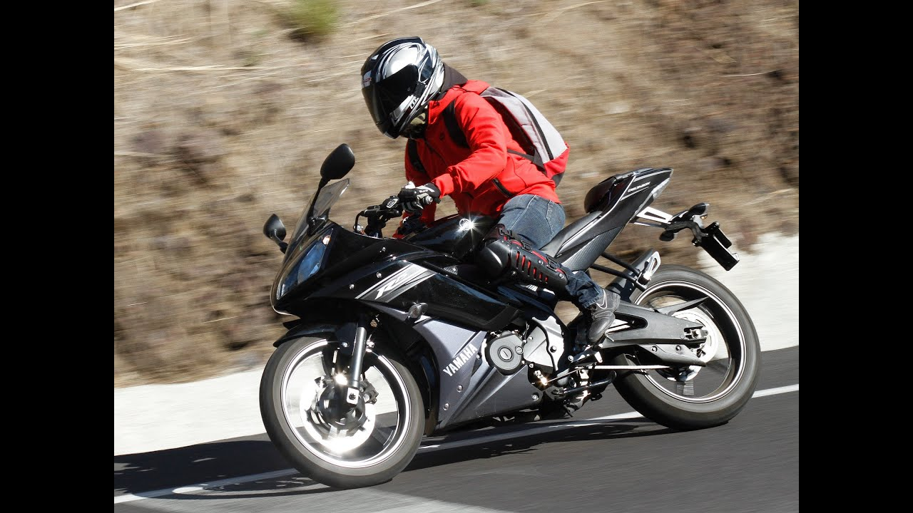 Yamaha R15 2.0 HD Posando para fotos Tres Marias | Doovi