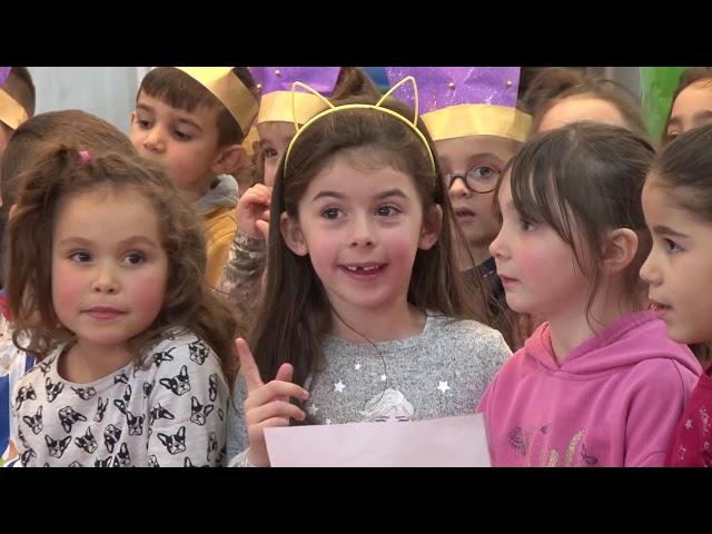 Saint-Nicolas rend visite aux écoliers