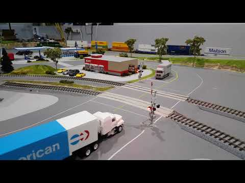 Crossing Gates on HO Scale Kato Track Using Azatrax Grade Crossing Signal Controller