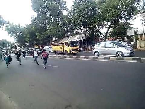 Tawuran sekolah di jalan bca pomad kalibata Mp3
