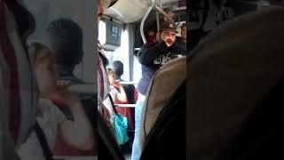 Hermosa niña venezolana cantando Rap Transmilenio.