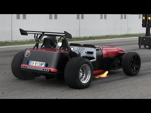 FAST Lightweight Sports Car Powered by a V6 Engine - 1/8 Mile Accelerations