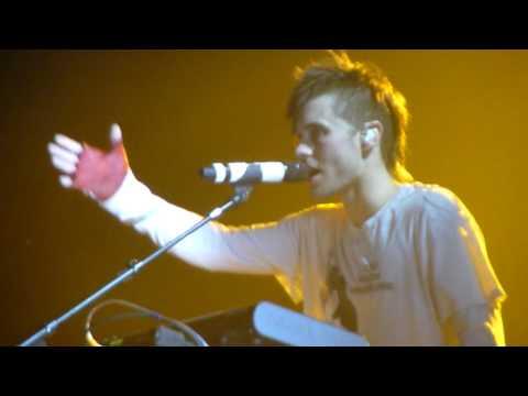 HD - 30 Seconds to Mars -  Hurricane + Alibi (live acoustic piano) @ Gasometer 2010 Vienna
