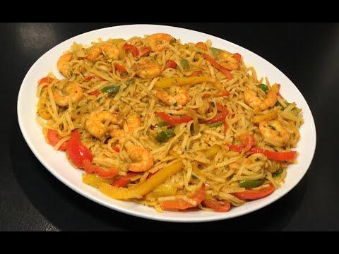 les-nouilles-chinoises-épicées-aux-crevettes-et-aux-légumes
