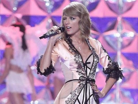 Taylor Swift Performs for Victoria's Secret