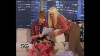Justin Bieber intenta leer en Español
