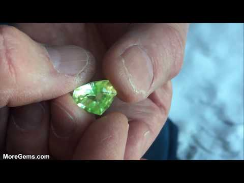 What is Hyalite Opal - Faceting Fluorescent Minerals