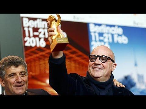 """Cinema, Berlinale: Orso d'oro a Gianfranco Rosi per """"Fuocoammare"""""""