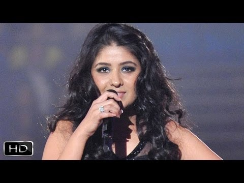 Sunidhi Chauhan Sings Halkat Jawani At Channel V Indiafest in Goa