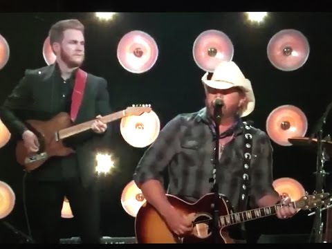 Toby Keith Tribute to Merle Haggard At ACC Awards 2016