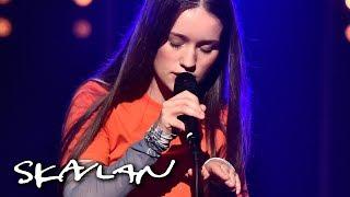 Sigrid performs «Dynamite» | Skavlan