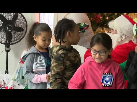 Pan American Golf Association Treats West Oso Students To Santa Meet And Greet