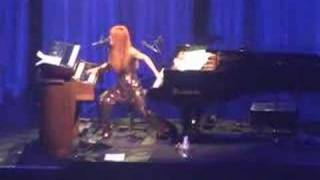 Tori Amos - Parasol (Paris) June 02, 2007