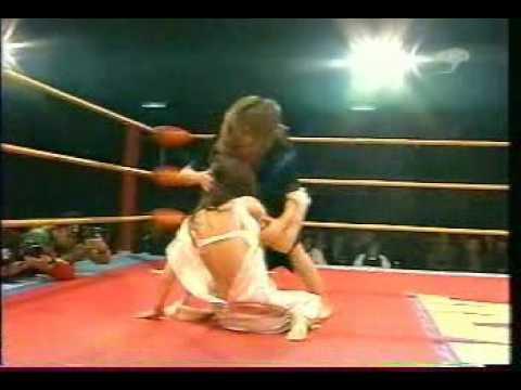 お宝  FMW の 女子プロレス ショー ストリップ戦