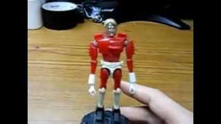 昔のおもちゃが出てきたのであそんでみた。前は走りにもっと勢いがあったと思う。ミクロマンが摑まるための手すり状の部品があったはずです...