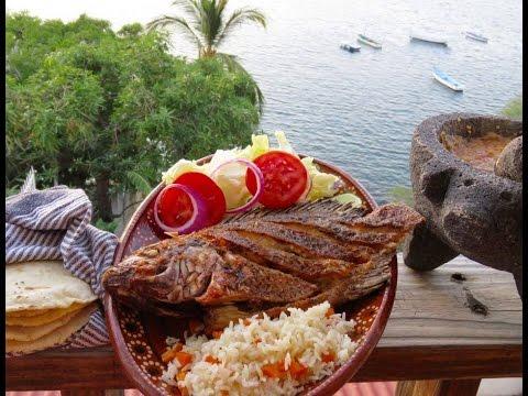 cómo hacer MOJARRA FRITA Y AL MOJO DE AJO, con ensalada, arroz, salsa y tortillas a mano.