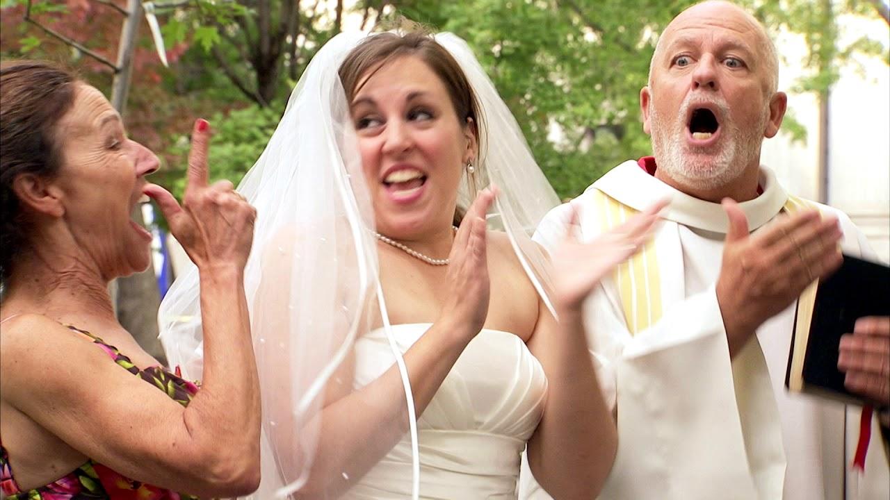 Novio nervioso intenta escapar de la boda