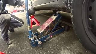 Renault Modus: Lever la voiture sur chandelle