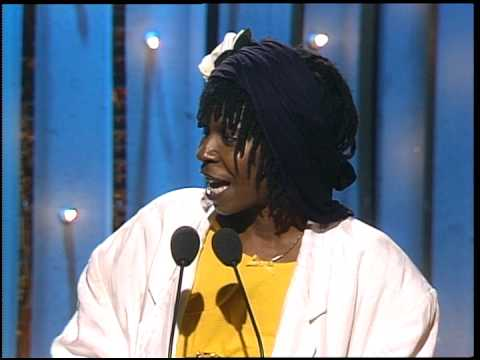 Golden Globes 1986 Whoopi Goldberg Wins Best Actress in a Motion Picture Drama
