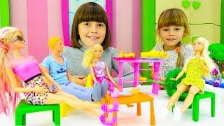 Видео для детей. Барби и Свинка Пеппа готовят блинчики