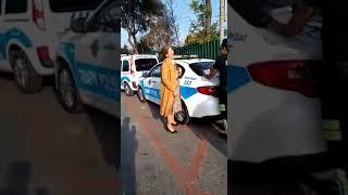 POLİS'E CEZA YAZDI DİYE ÇIĞLIK ATIP BAĞIRAN KADIN ŞÖFÖR