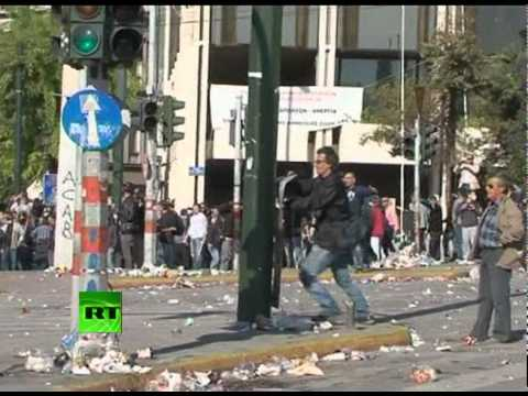 Video: Clashes break out in Athens on 2nd day of mass protests