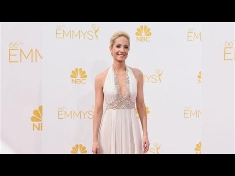 How to Get an Emmys Makeup Look