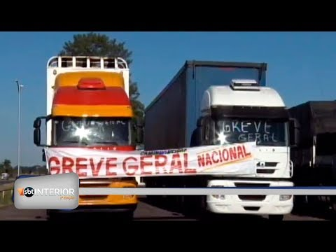 Protesto de caminhoneiros contra preço do óleo diesel chega ao terceiro dia