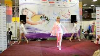 Демонстрация свадебного нижнего белья