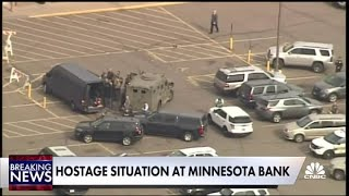 Hostage situation at Minnesota Wells Fargo bank