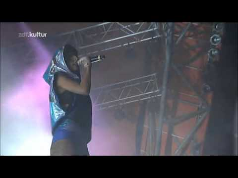 02 - Deadmau5 feat. Sofi - Sofi Needs A Ladder (Live at Roskilde Festival 09-07-2011)