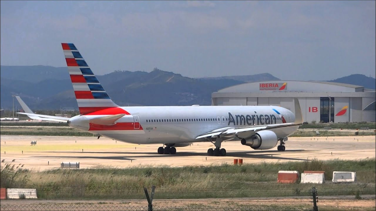 American Airlines 767 N391aa Taking Off At Barcelona