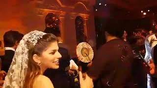 قدام مرايتها عمرو دياب يفاجئ مريم قورة بجزء من اغنيته في حفل زفافها