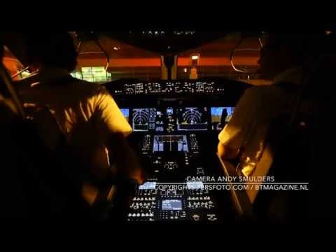 Cockpit Take-Off Arke's Boeing 787 Dreamliner PH-TFM from Prague