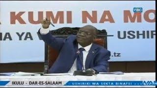 Rais Magufuli anasikiliza Wafanyabiashara wakifunguka Ikulu