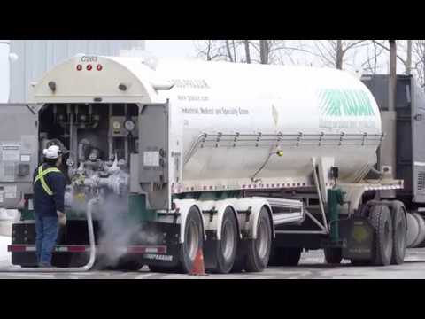 PRAXAIR TANKER TRUCK Loading Intensely Cold Oxygen -300 Celius