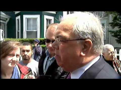 Boston Mayor Thomas Menino mistakes Kevin Garnett and Rajon Rondo for
