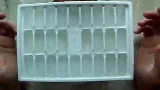 как быстро достать кубики льда из формы