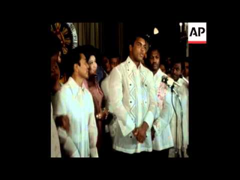 SYND 19 9 75 MOHAMMED ALI WITH PRESIDENT MARCOS