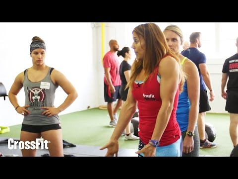 Shrug Then Drop in the Medicine-Ball Clean With Nicole Gordon