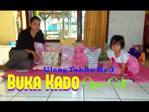 Buka Kado Ulang Tahun Naila Putri Yang Ke 3 Tahun