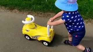 Дети и игрушки. Тестируем машинки.