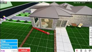 ROBLOX-builds plant houses and outdoor farm.
