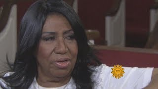 Aretha Franklin revisits church and childhood home in Detroit